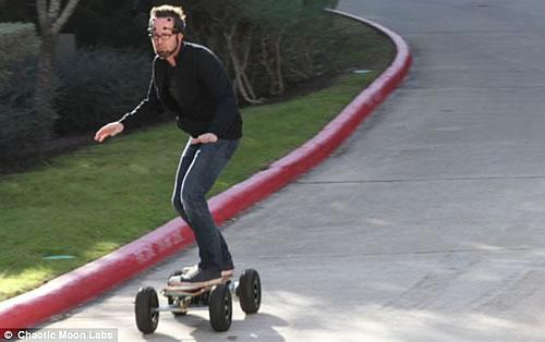 大脑的力量脑电波控制滑板移动最高时速可达30英里